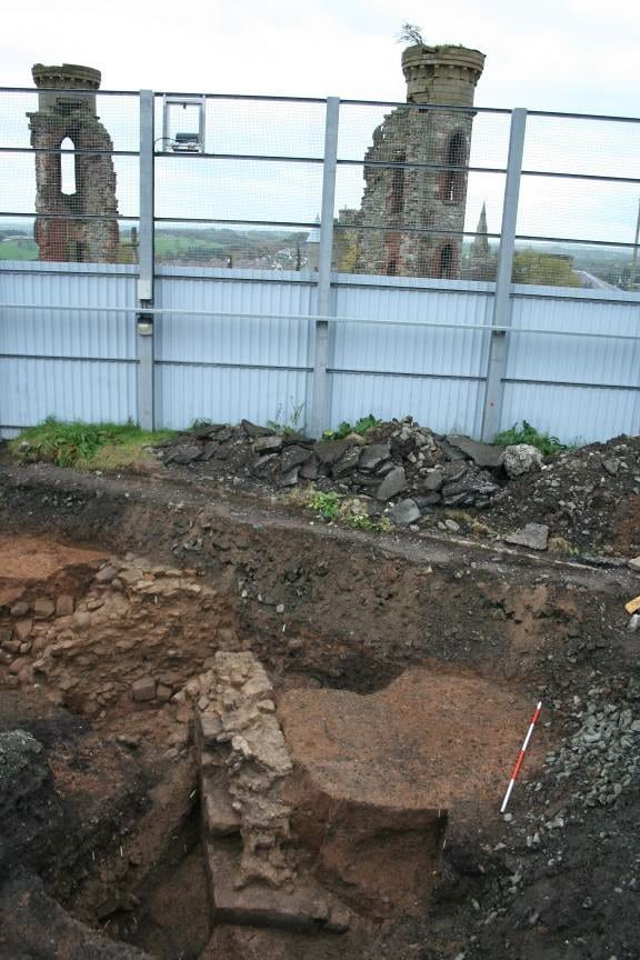 Time Team Dig, Castle, Hill of O'Neill Gallery Image