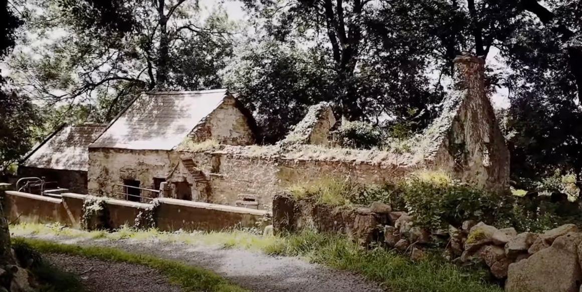 The Bard's Grave Desertcreat Church, Cookstown Gallery Image